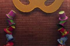 Decoración de carnaval en polideportivo