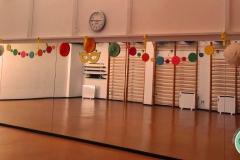 Decoración de carnaval en polideportivo, sala 2